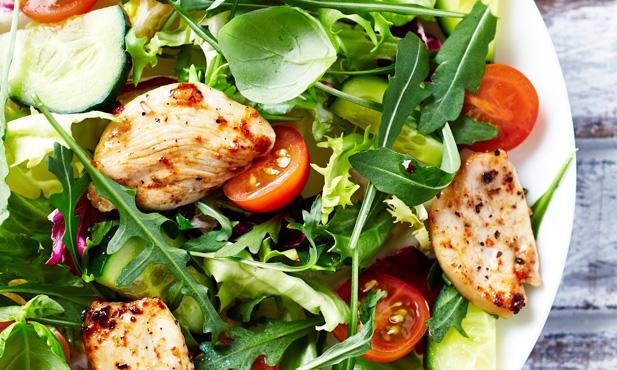 Dias quentes combinam com refeições leves e nutritivas.