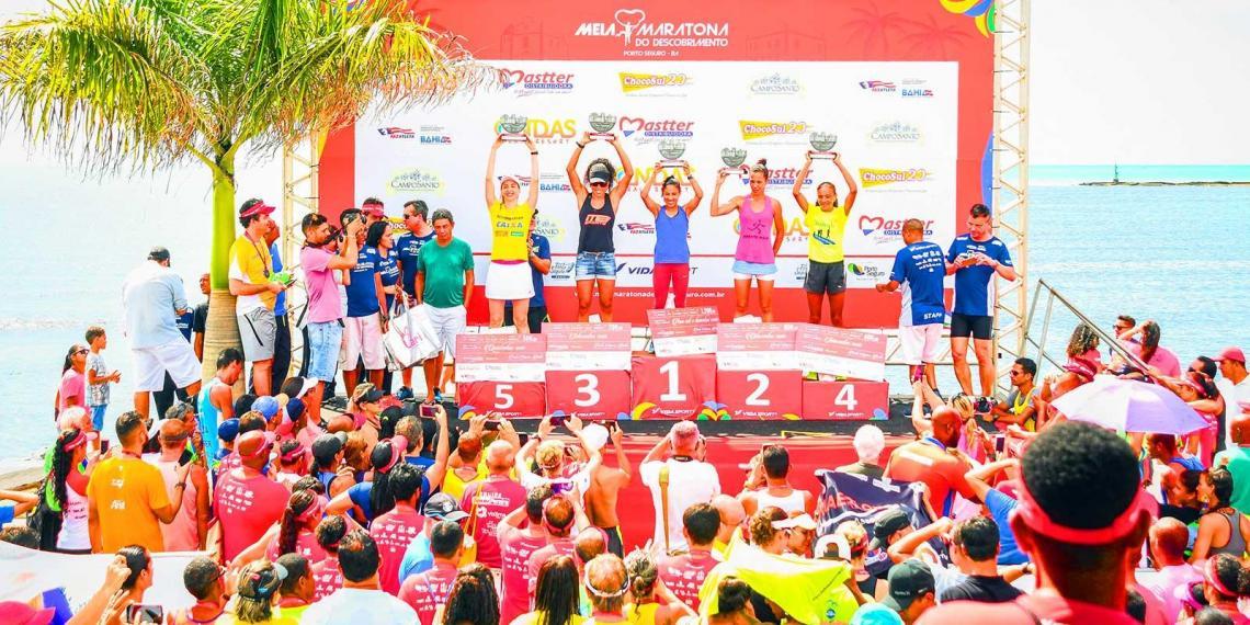 Giovani dos Santos e Cristiane Alves vencem Meia Maratona do Descobrimento